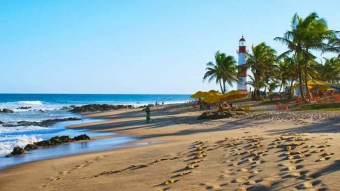 Praia de Stella Maris é uma das praias mais bonitas de Salvador