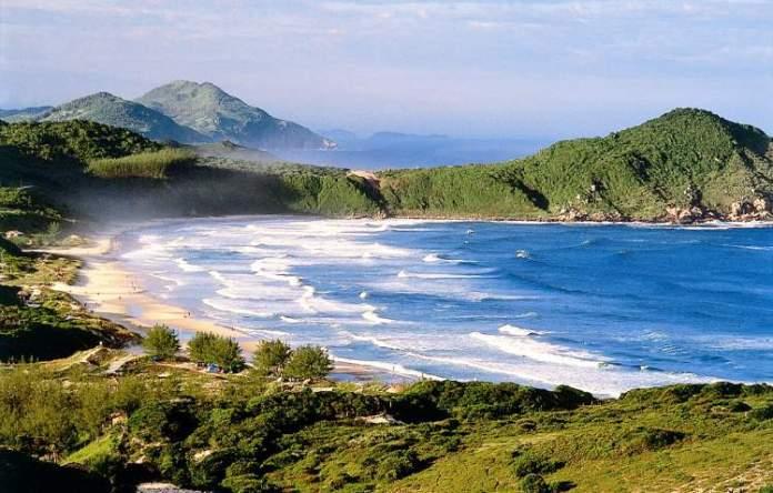 Praia do Rosa em Santa Catarina é uma das praias mais bonitas do Brasil