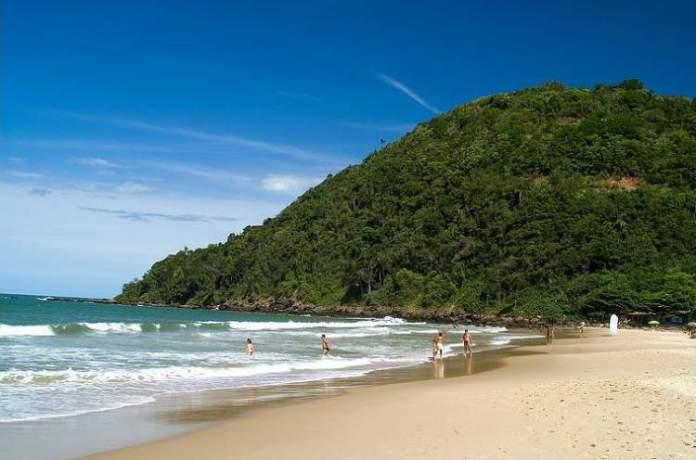 Praia dos Amores é um dos passeios que você não pode deixar de fazer quando for a Balneário Camboriú