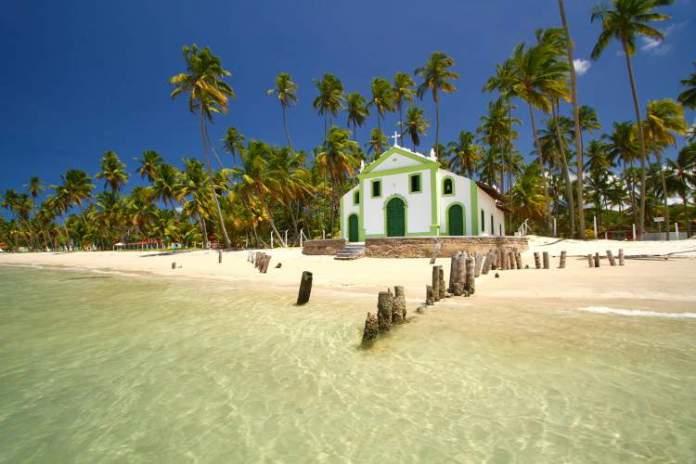 Praia dos Carneiros em Pernambuco é uma das praias mais bonitas do Brasil