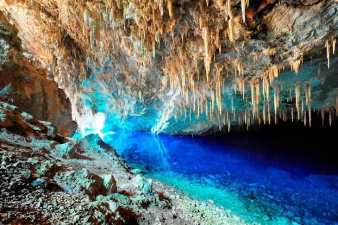 Gruta do Lago Azul é um dos lugares surreais no Brasil