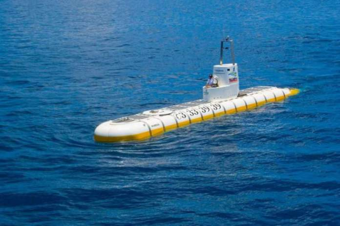 Passeio de Submarino nas Maldivas