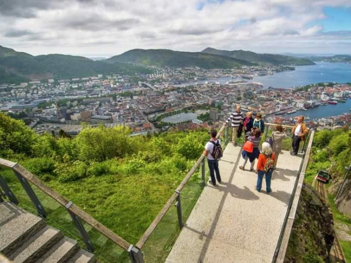 Monte Fløyen - Fløibanen funicular é um dos destinos surreais na Noruega