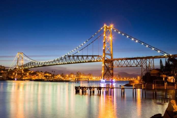 Ponte Hercílio Cruz é um dos pontos turísticos em Florianópolis