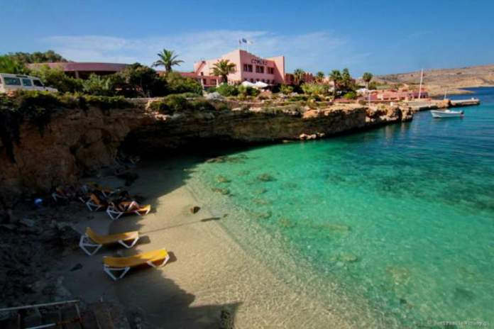 St. Maria Bay na ilha de Malta