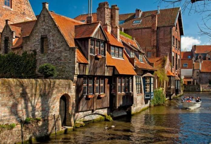 Conhecer Bruges é uma das dicas de o que fazer em Bruxelas