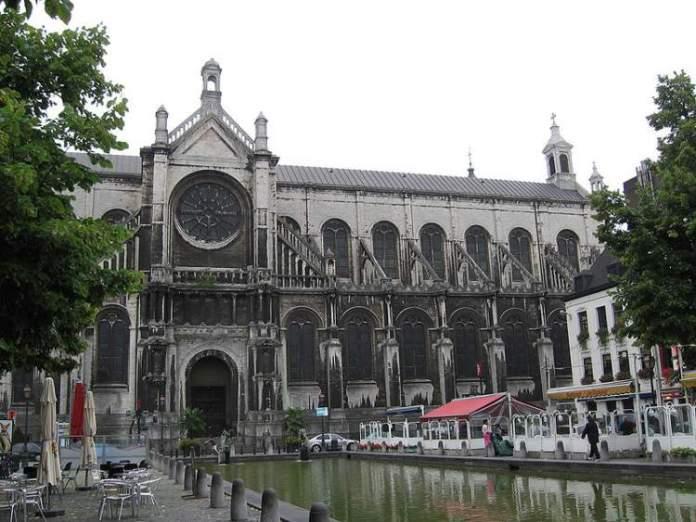 Conhecer a Place Sainte-Catherine é uma das dicas de o que fazer em Bruxelas