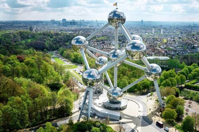 Conhecer o Atomium é uma das dicas de o que fazer em Bruxelas