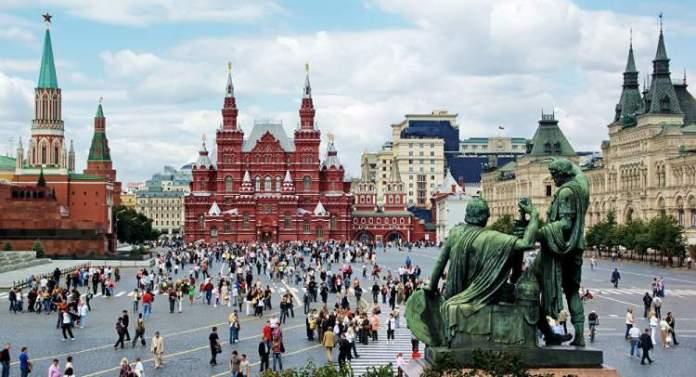 Praça Vermelha é um dos pontos turísticos em Moscou