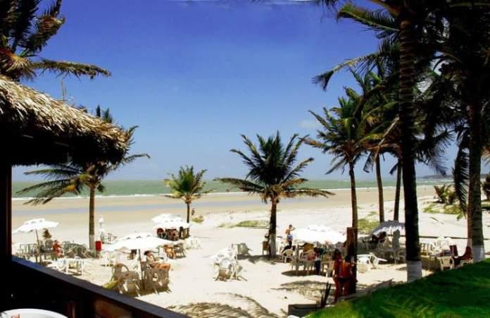 Visitar a praia do Calhau é uma das dicas de o que fazer em São Luís