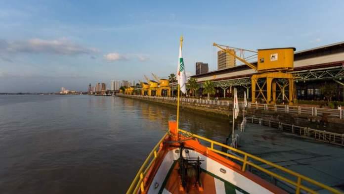 Fazer Passeio de Barco é uma das opções de o que fazer em Belém