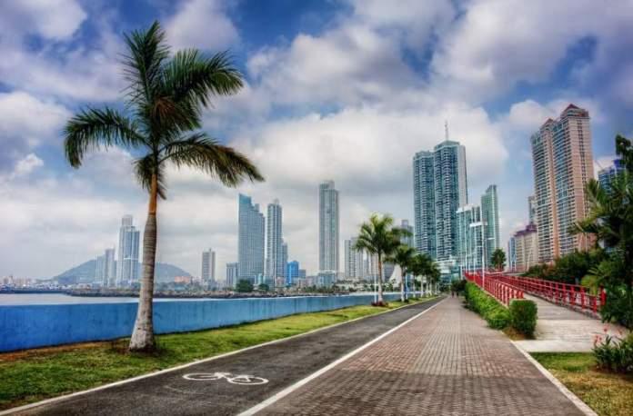 Visitar Cinta Costera é uma das dicas de o que fazer no Panamá