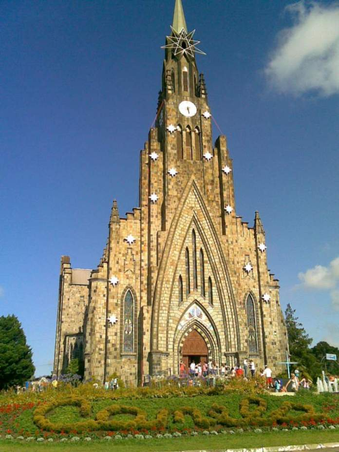 Visitar a Catedral de Pedra é uma das opções de o que fazer em Canela