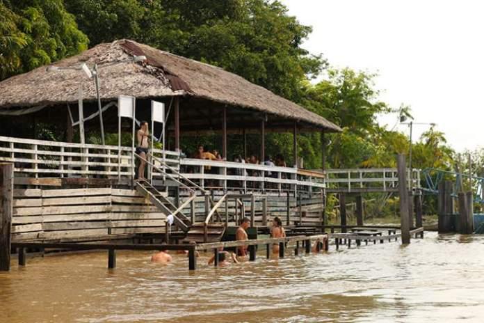 Visitar a Ilha Combú é uma das opções de o que fazer em Belém
