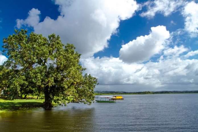 Visitar a Lagoa Encantada é uma das dicas de o que fazer em Ilhéus na Bahia