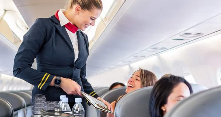 segredos que os comissários de voo não revelam aos passageiros