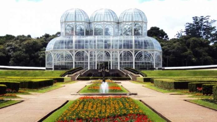 Curitiba no Paraná é um dos melhores destinos para viajar em dezembro