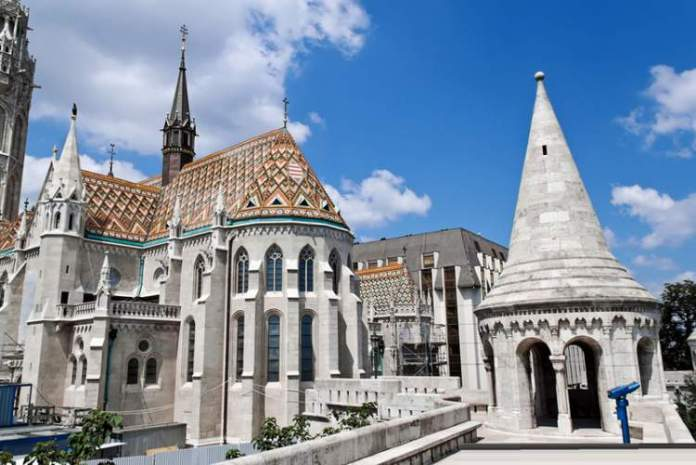 Visitar Igreja Mathias é uma das dicas de o que fazer em Budapeste