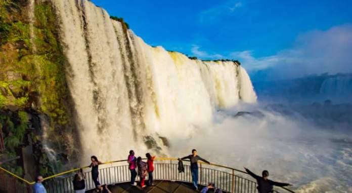 Conhecer as Cataratas é um dos passeios imperdíveis em Foz do Iguaçu
