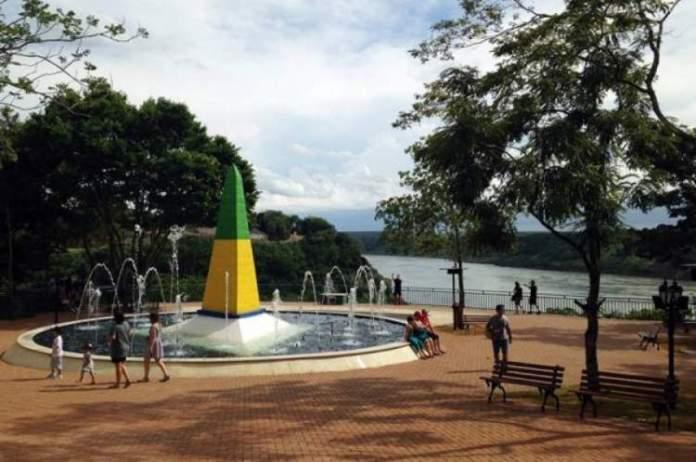 Conhecer o Marco das Três Fronteiras é um dos passeios imperdíveis em Foz do Iguaçu