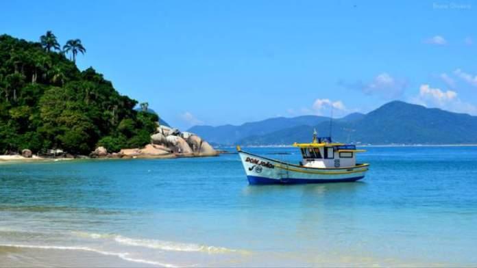 Ilha do Campeche é uma das praias mais paradisíacas de Florianópolis