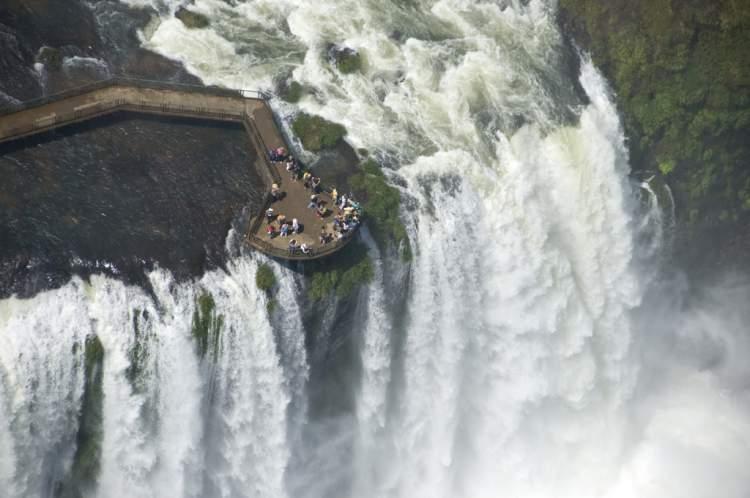 Passarela da Garganta do Diabo é um dos pontos turísticos próximos as Cataratas do Iguaçu