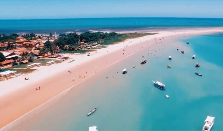 Ponta do Corumbau é uma das melhores praias e piscinas naturais da Bahia