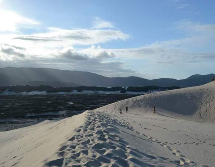 Praia da Joaquina é uma das praias mais paradisíacas de Florianópolis