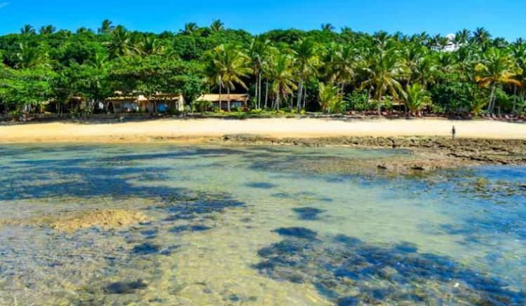 Praia do Espelho é uma das melhores praias e piscinas naturais da Bahia