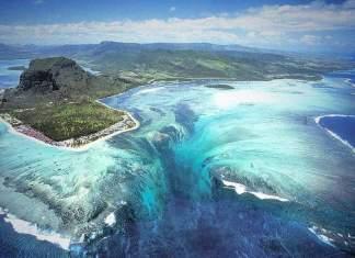 cachoeira submersa da ilha Maurício capa