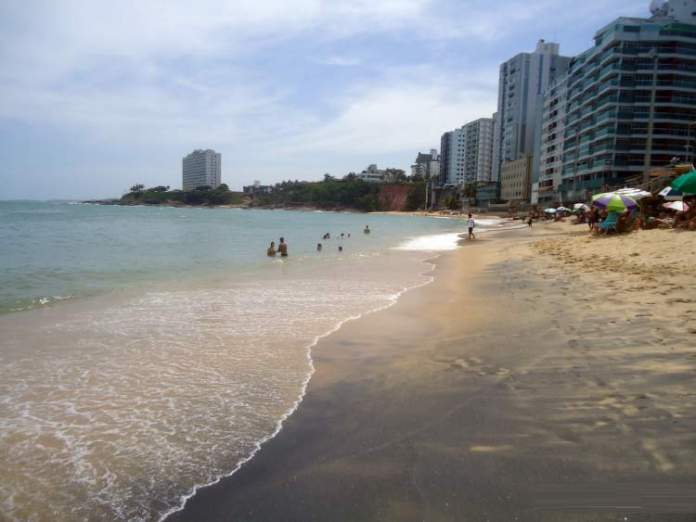 Areia Pretae é uma das melhores praias de Guarapari