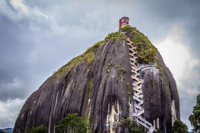 Conhecer La Piedra del Peñol é uma das razões para você ficar encantado por Guatapé