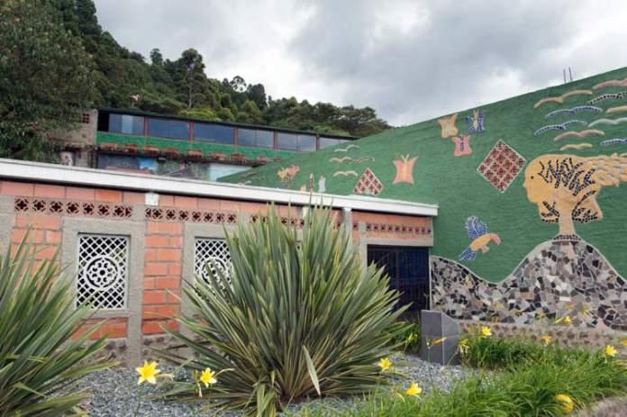 Conhecer as Residências de Pablo Escobar é uma das razões para você ficar encantado por Guatapé