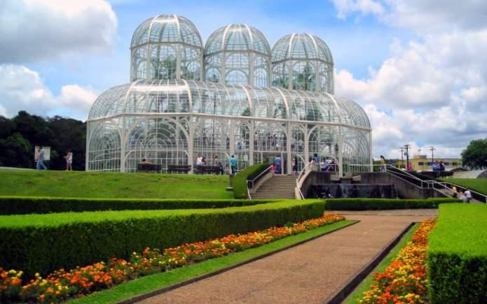 Curitiba é um dos destinos para viajar barato pelo Brasil