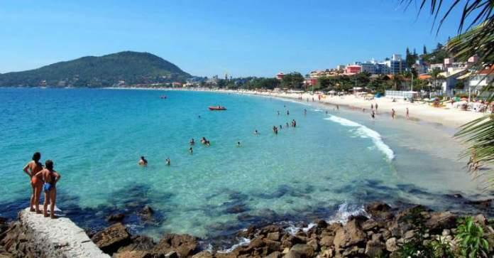 Praia de Bombinhas é uma das praias mais paradisíacas de Santa Catarina