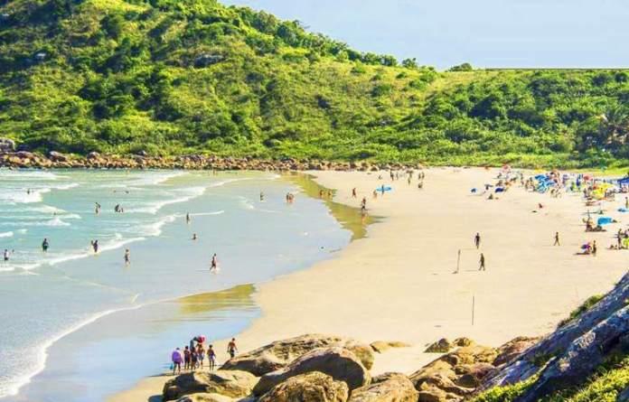 Praia do Farol é uma das melhores praias do Paraná