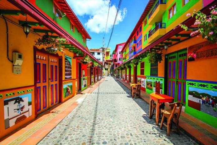 Proximidade de Medellín é uma das razões para você ficar encantado por Guatapé