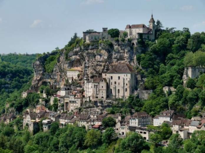 Rocamadour na França é uma das cidades medievais que farão você viajar de volta no tempo