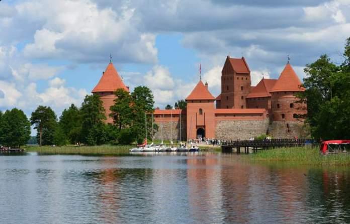 Trakai na Lituânia é uma das cidades medievais que farão você viajar de volta no tempo