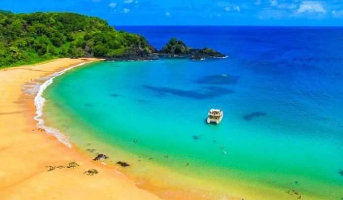 Praia Baía do Sancho é uma das praias mais lindonas do Nordeste brasileiro