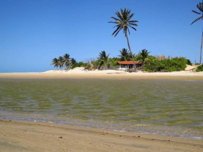 Praia da Pedra Rachada é uma das Melhores Praias de Paracuru