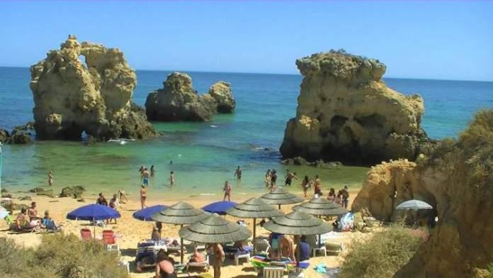 Praia dos Arrifes é uma das praias mais lindas de Albufeira em Portugal
