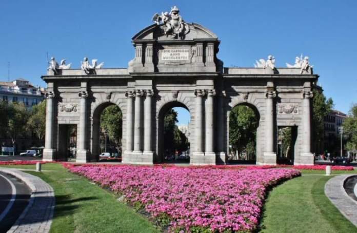 Puerta de Alcalá é uma das Atrações Gratuitas em Madri