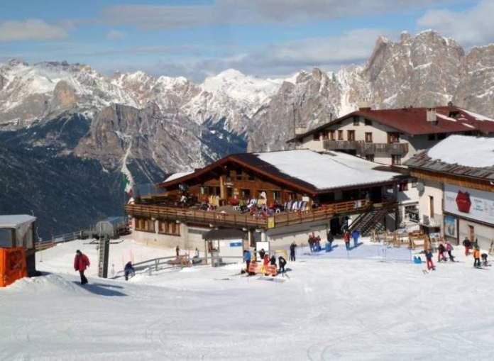 Cortina d'Ampezzo na Itália é um dos melhores destinos para esquiar