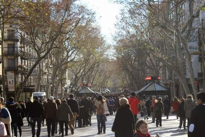 Caminhar é uma das dicas para quem vai viajar a Barcelona