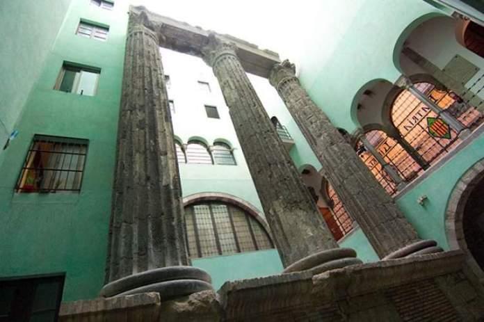 Colunas do Templo Augusto é uma das atrações gratuitas em Barcelona
