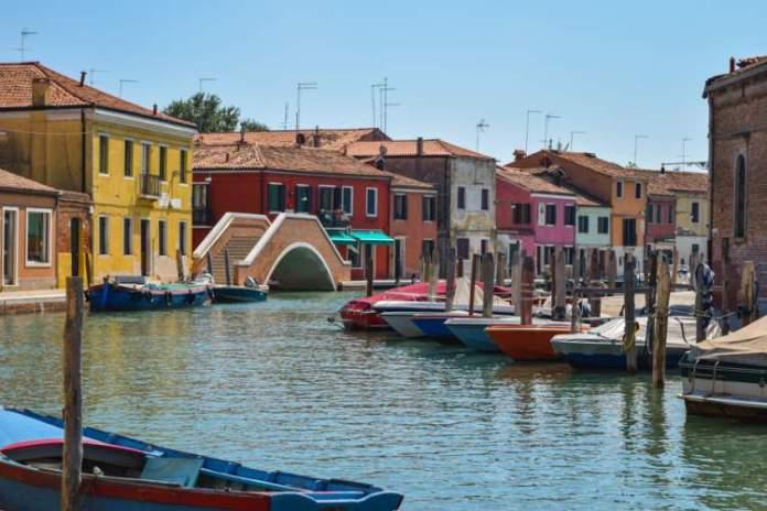 Conhecer Murano é uma das dicas para quem vai viajar a Veneza