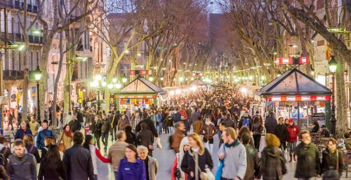 Conhecer as Ramblas é uma das dicas para quem vai viajar a Barcelona