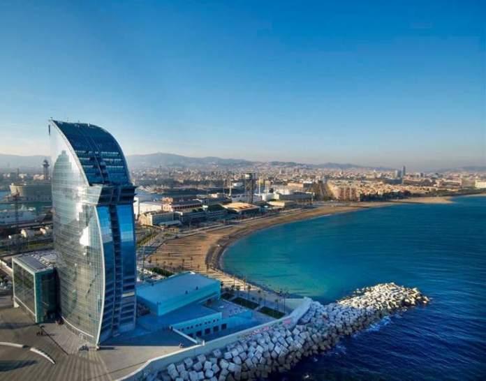 Conhecer muitas praias é uma das dicas para quem vai viajar a Barcelona