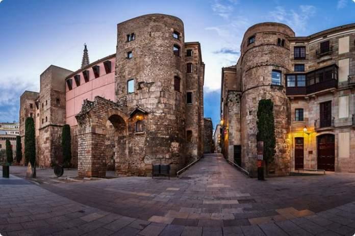 Conhecer o Bairro Gótico é uma das dicas para quem vai viajar a Barcelona